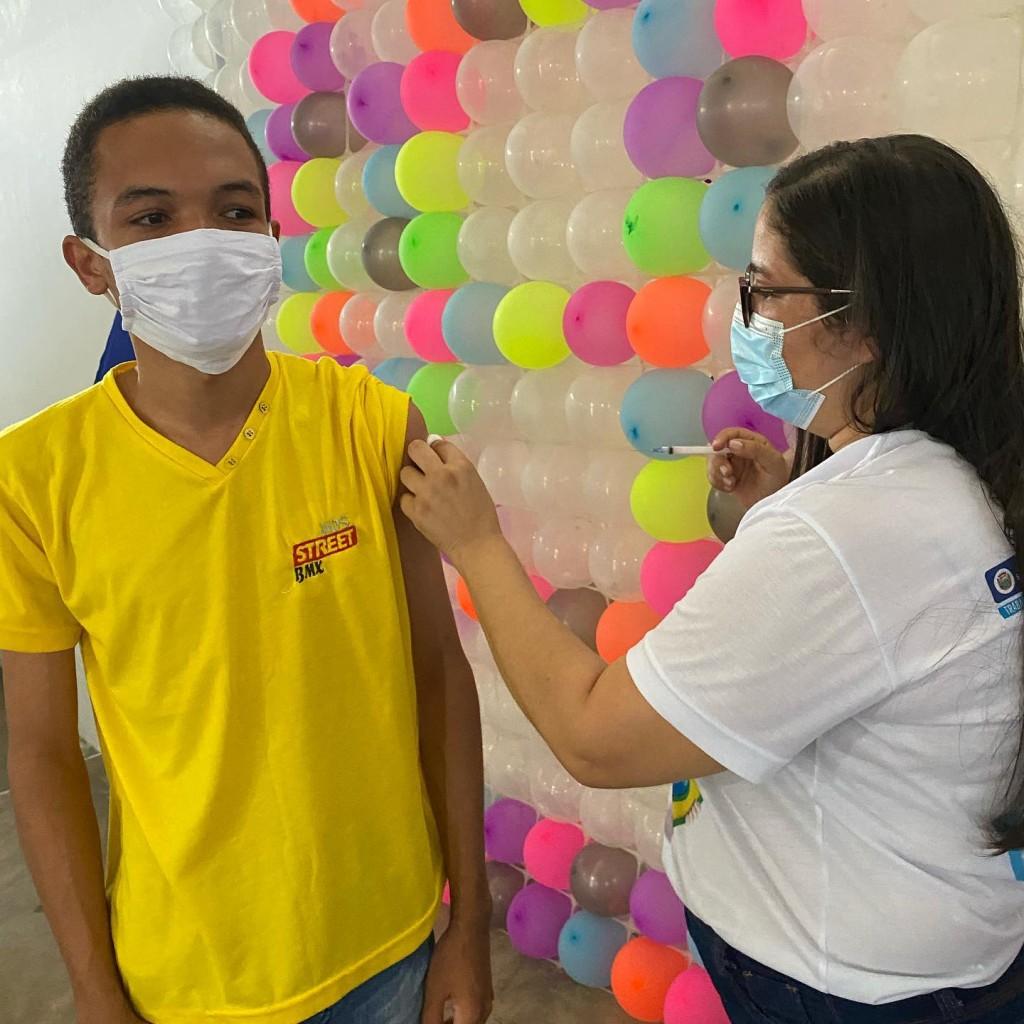 Vacinação 18+ contra COVID-19.